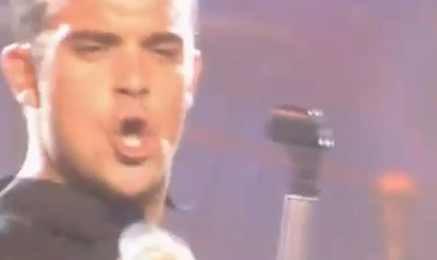 Let Me Entertain You lyrics by Robbie Williams live